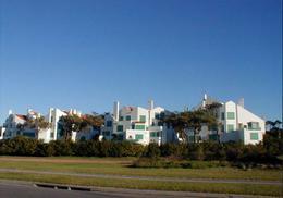 Foto Edificio en Rincón del Indio Un clásico de Playa Brava número 1