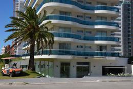 Foto Edificio en Playa Mansa Avda Chiverta número 1
