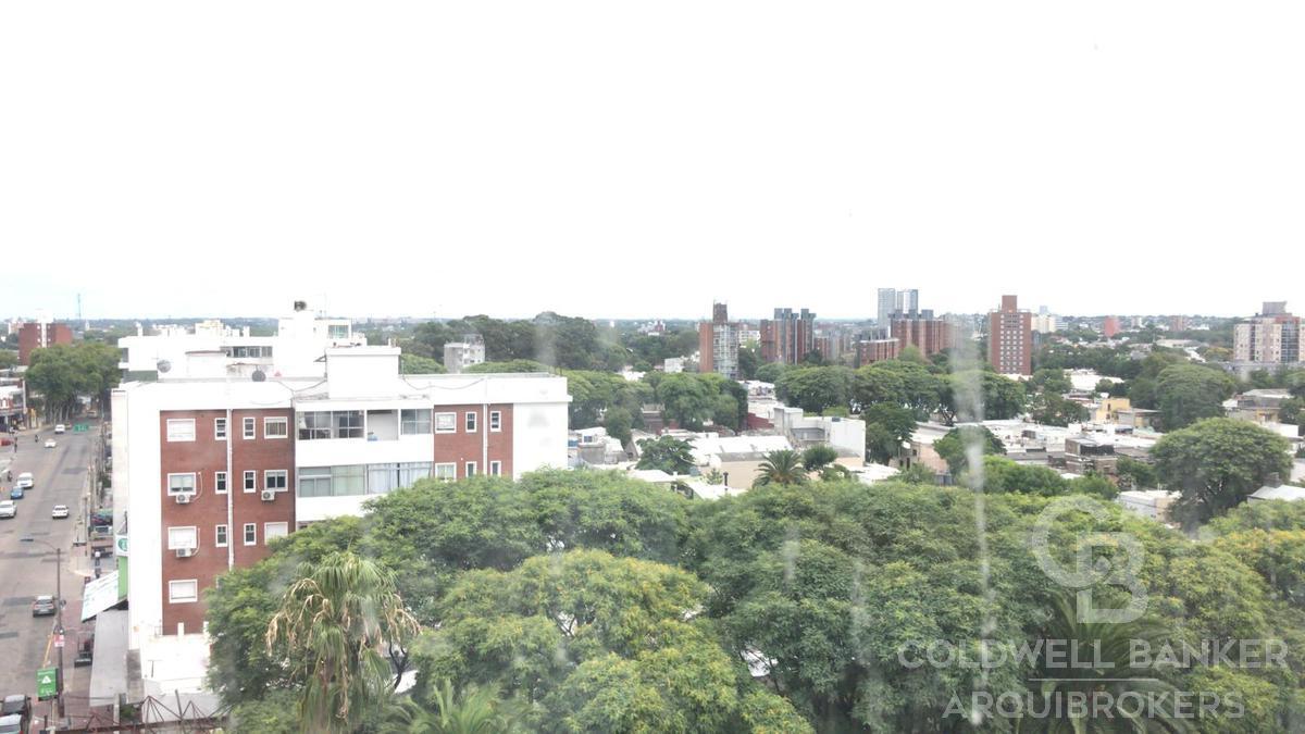 Foto Edificio en Tres Cruces             Avda. Garibaldi  y Montecaseros           número 8