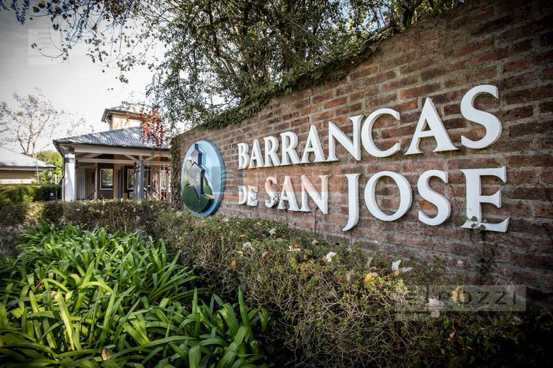 Foto  en Barrancas De San Jose ECHEVERRIA 850