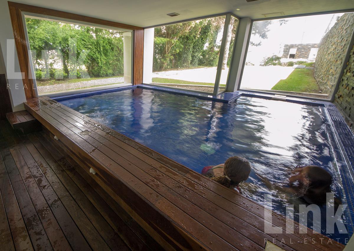 Foto Edificio en Playa Mansa Av Fco. Acuña de Figueroa 2555 número 3