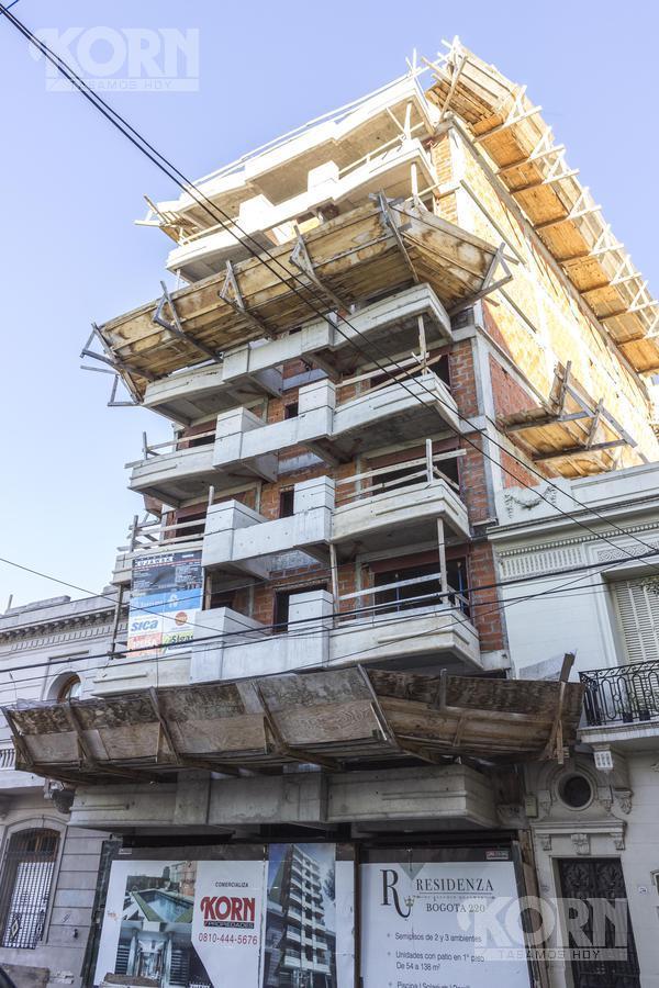 Foto Edificio en Caballito Norte Bogotá entre Dr. Eleodoro Lobos y Campichuelo numero 17