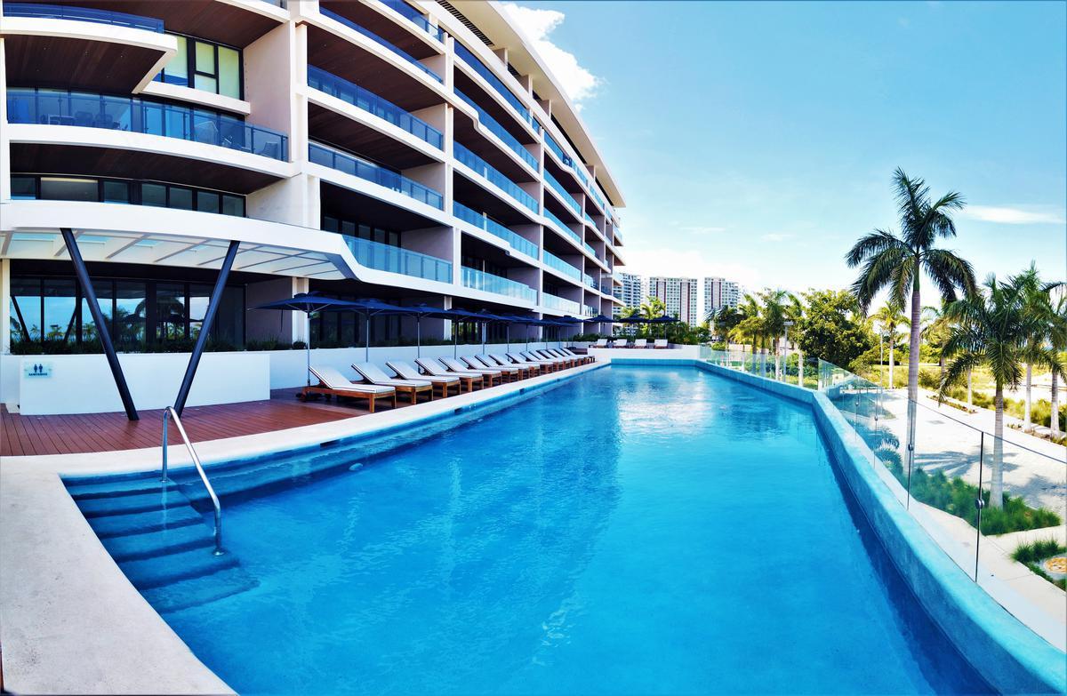 """Foto Edificio en Cancún Centro ALLURE Osean Front Luxury Condos """"Vive en la playa y en la ciudad""""  número 6"""