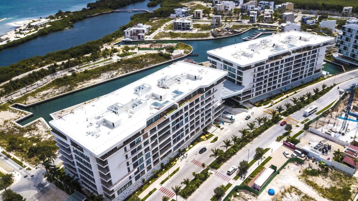 """Foto Edificio en Cancún Centro ALLURE Osean Front Luxury Condos """"Vive en la playa y en la ciudad""""  número 1"""