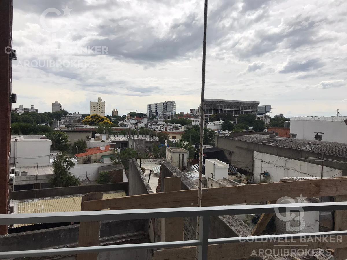Foto Edificio en Tres Cruces             Avda. Garibaldi  y Montecaseros           número 11