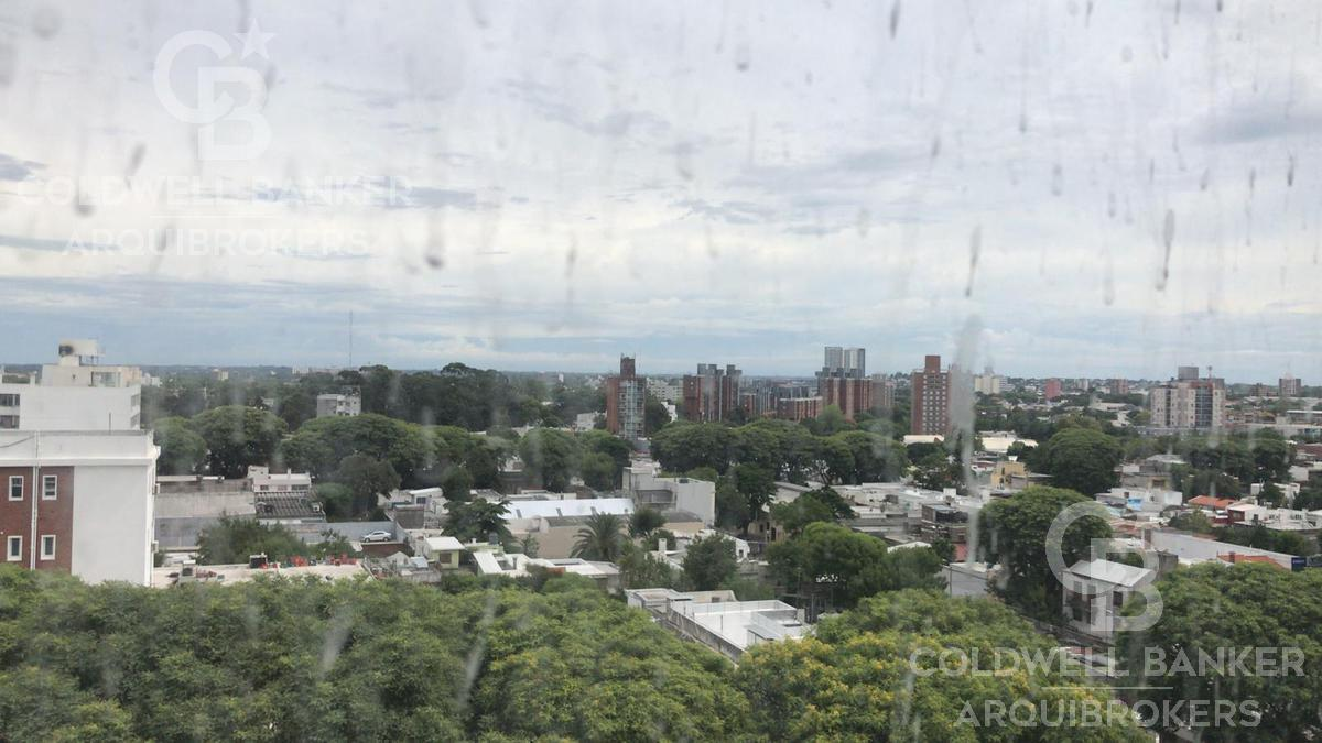 Foto Edificio en Tres Cruces             Avda. Garibaldi  y Montecaseros           número 10