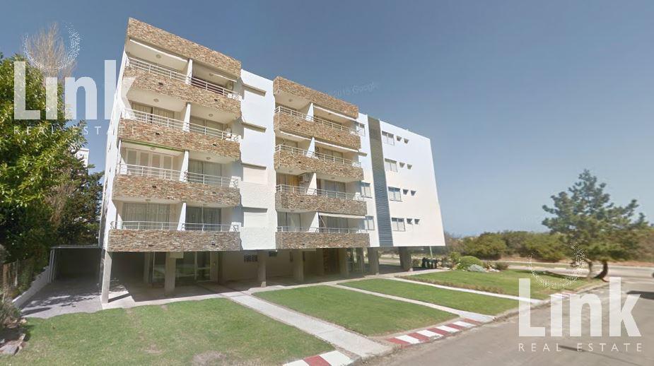 Foto Edificio en Playa Mansa  número 3