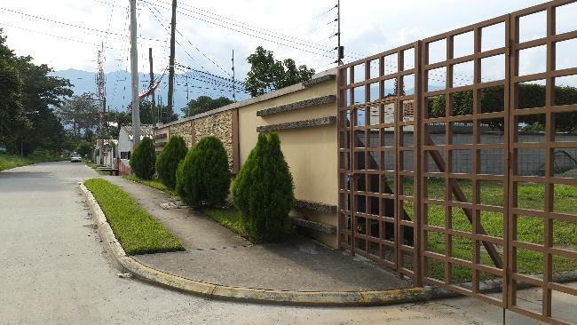 Foto Barrio Privado en Los Castaños Segundo Anillo de Circunvalación,  Atras de la Col. Los Castaños. número 17