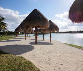 Foto Terreno en Venta en  Lagos del Sol,  Cancún  EN VENTA LOTES RESIDENCIALES EN CANCÚN LAGOS DEL SOL C2682