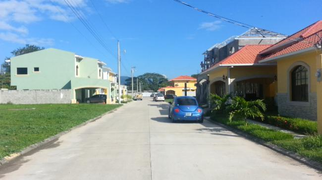 Foto Barrio Privado en Los Castaños Segundo Anillo de Circunvalación,  Atras de la Col. Los Castaños. número 7