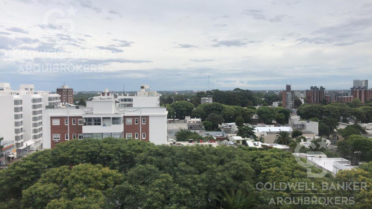 Foto Edificio en Tres Cruces             Avda. Garibaldi  y Montecaseros           número 7