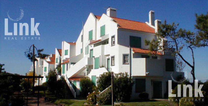 Foto Edificio en Rincón del Indio Un clásico de Playa Brava número 2