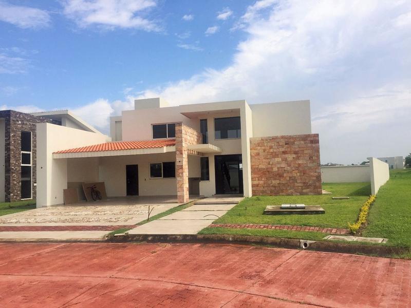 Foto Barrio Privado en Fraccionamiento Lagunas de Miralta Fraccionamiento Lagunas de Miralta número 14