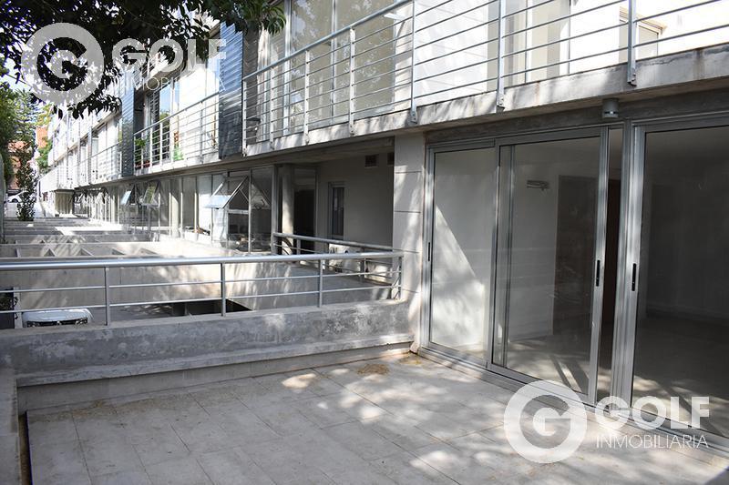 Foto Edificio en Parque Batlle Sobre calle tranquila , a metros del  parque  número 4