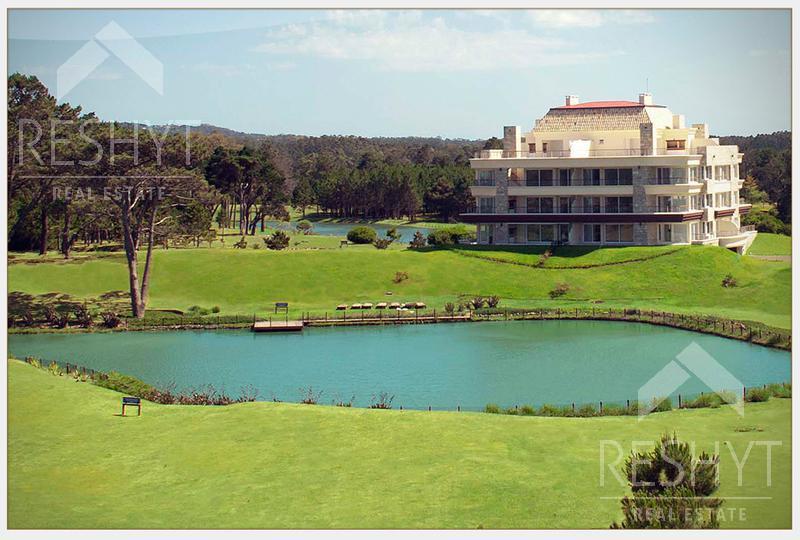Foto Condominio en Playa Mansa PARADA 42 Y MEDIO DE LA MANSA - PUNTA DEL ESTE    número 1