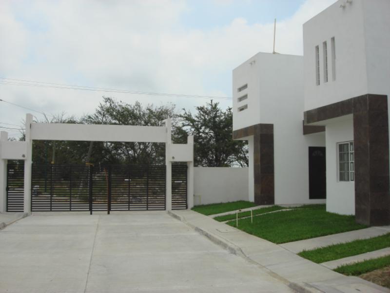 Foto Barrio Privado en Fraccionamiento Jardines de Champayan Azucenas 104 número 3
