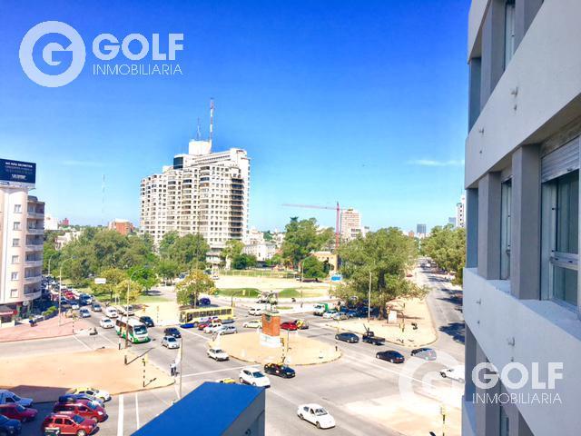 Foto Edificio en Parque Batlle Avenida Italia y Garibaldi  número 3
