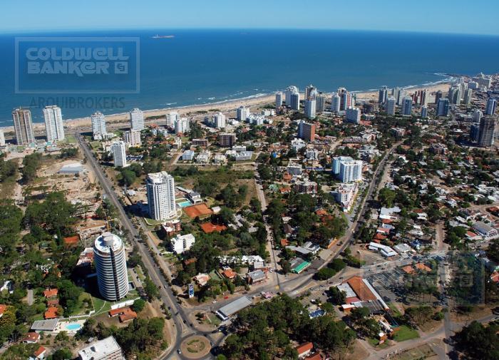 Foto Edificio en Playa Brava             Avda. Roosvelt y Avda. Pedragosa Sierra           número 6