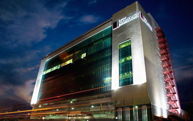 Foto Edificio en Nuevas Colonias Avenida Morones Prieto 1500 de Monterrey número 1
