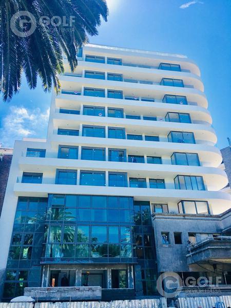 Foto Edificio en Golf Julio María Sosa , esquina Patria numero 9