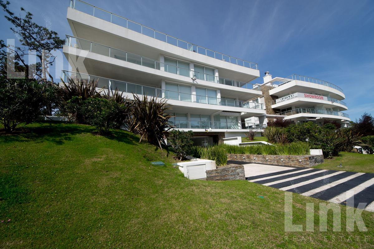 Foto Edificio en Playa Mansa Parada 18 de Playa Mansa, sobre Av. Terradel, 5 de Septiembre y Marquez de Loreto número 13