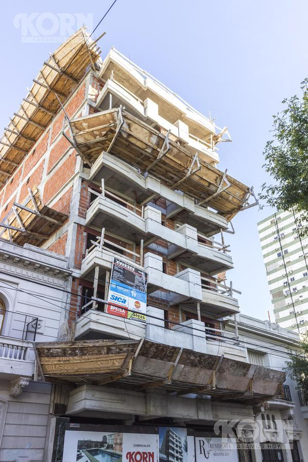 Foto Edificio en Caballito Norte Bogotá entre Dr. Eleodoro Lobos y Campichuelo numero 15