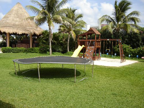 Foto Country en Altamira Blvd. KukulKán Km 12.5 Zona Hotelera. número 3