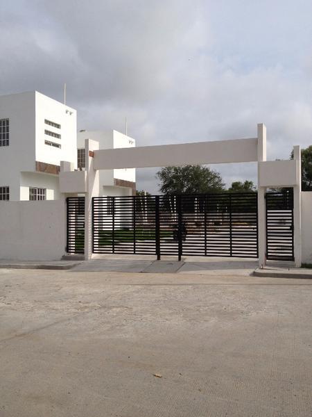 Foto Barrio Privado en Fraccionamiento Jardines de Champayan Azucenas 104 número 2