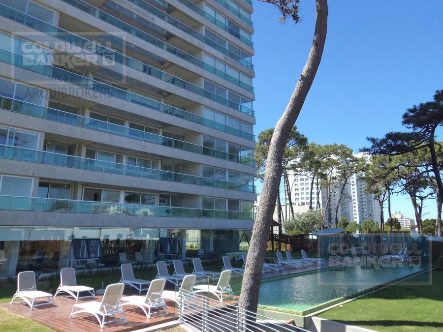 Foto Edificio en Playa Brava             Avda. Roosvelt y Avda. Pedragosa Sierra           número 8