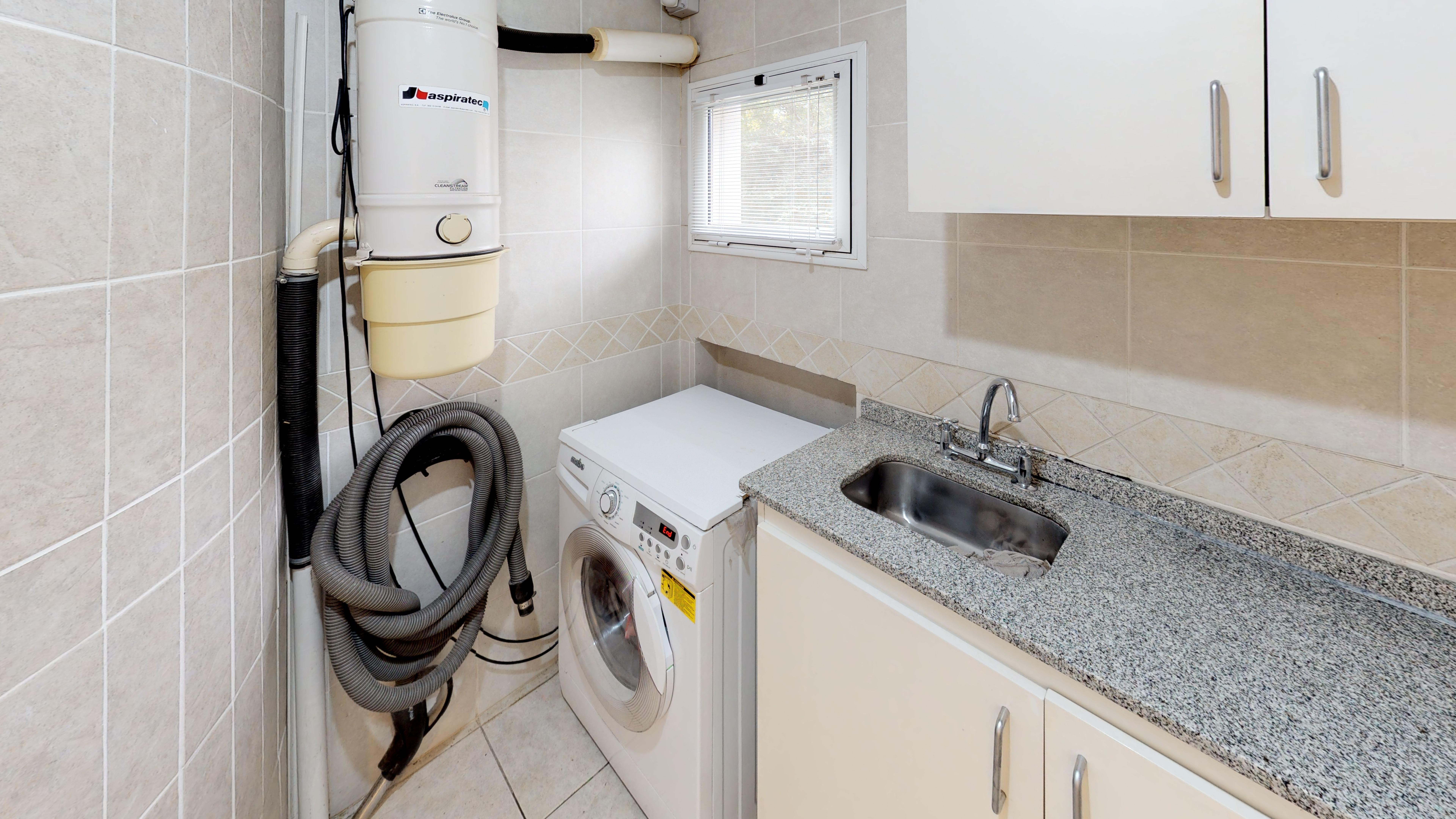 Cuarto de lavado y caldera