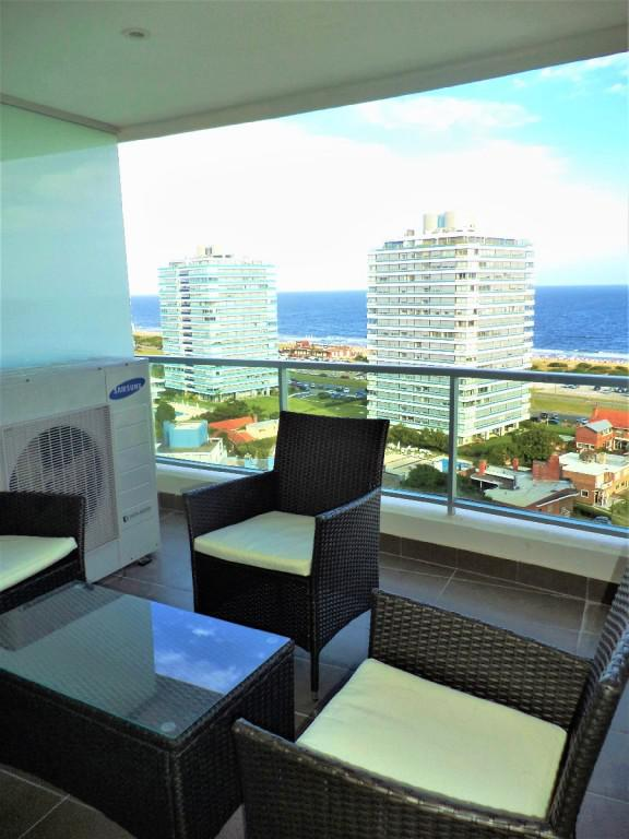 Apartamento  en Punta del Este Playa Brava de 3 Dormitorios