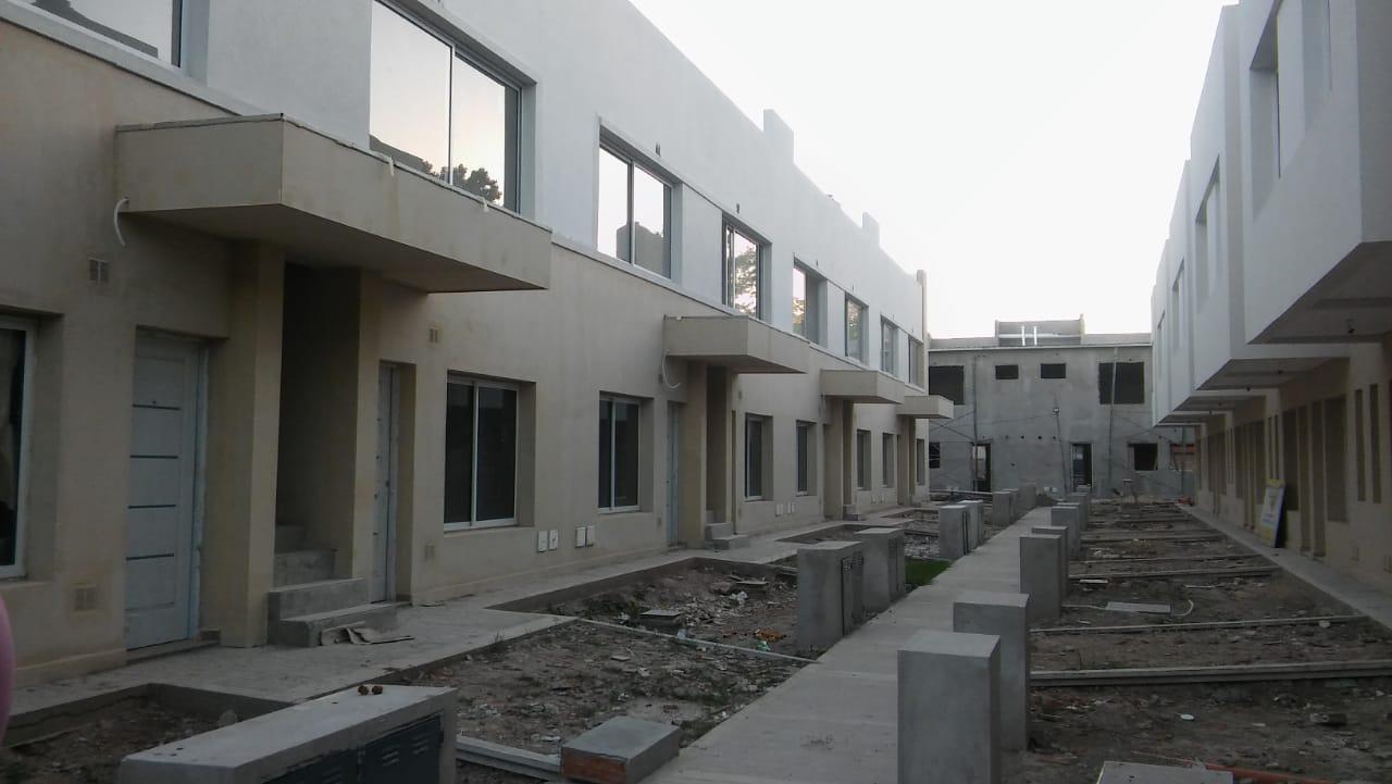 FotoCasa en Venta |  en  San Miguel ,  G.B.A. Zona Norte  Duplex dos dormitorios un baño cochera , patio - Bo. Cerrado