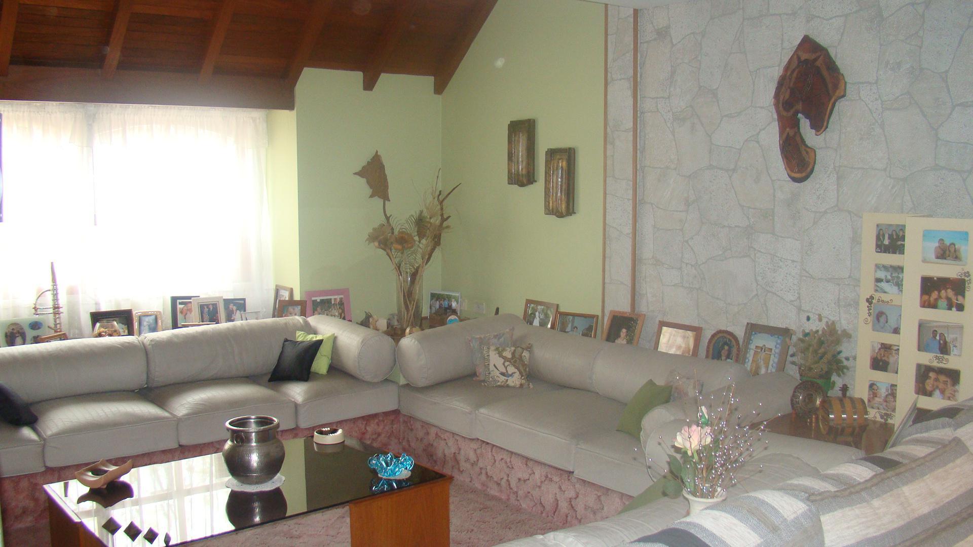 FotoCasa en Venta |  en  Monte Grande,  Esteban Echeverria  Amplia casa Monte Grande Zona Residencial