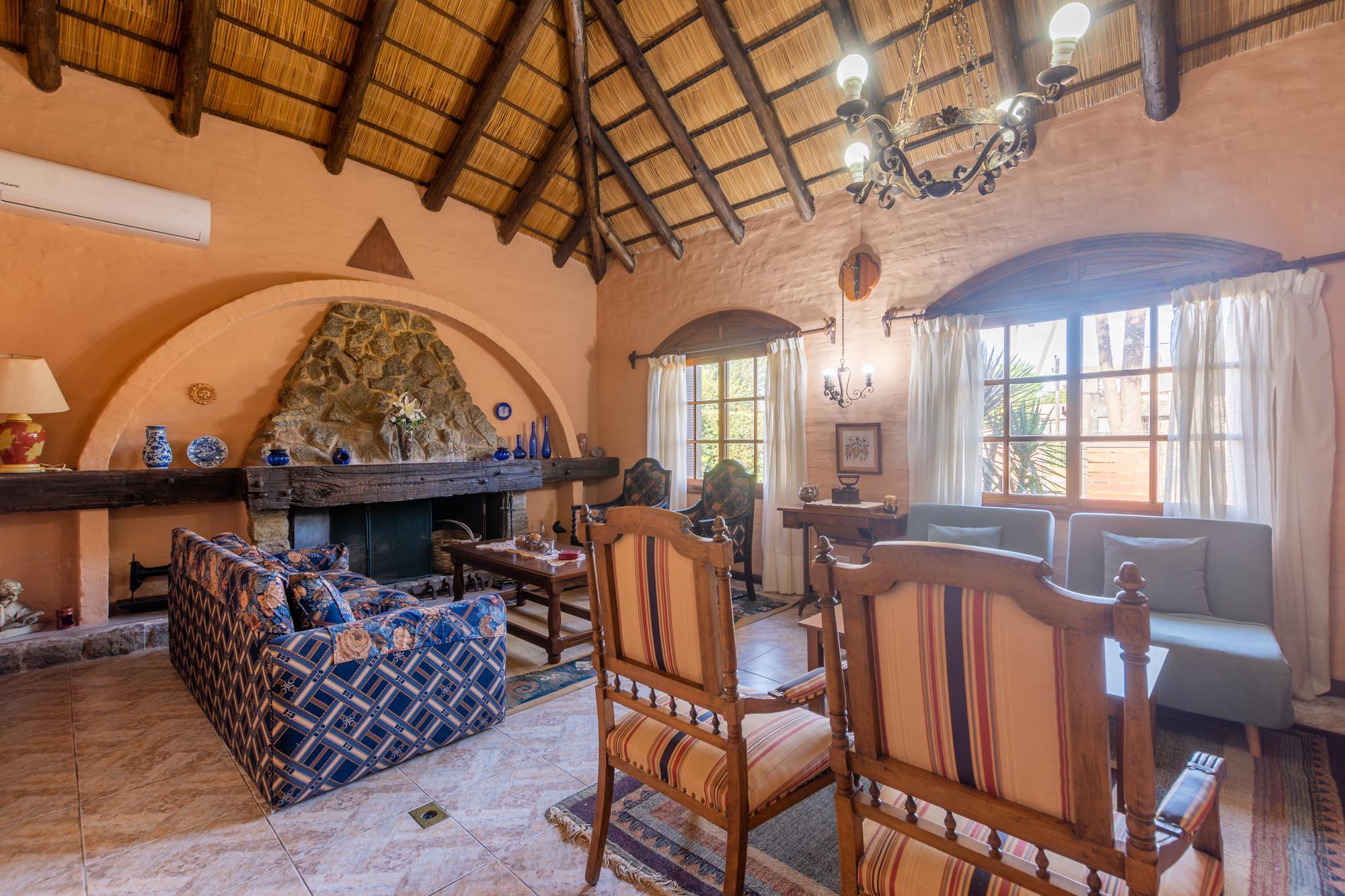 Casa Venta o Alquiler en Punta del Este Jardines de Cordoba de 5 Dormitorios