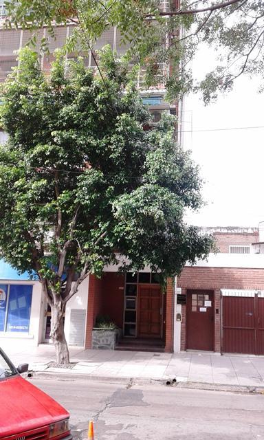 Foto Departamento en Venta |  en  Caseros,  Tres De Febrero  L. Medina al 2200