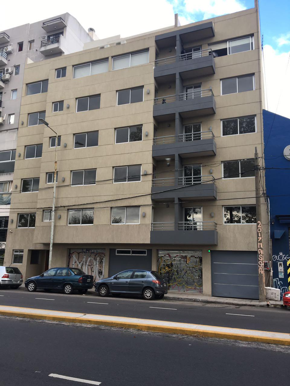 Foto Departamento en Venta |  en  Haedo,  Moron  Avenida Rivadavia al 15200