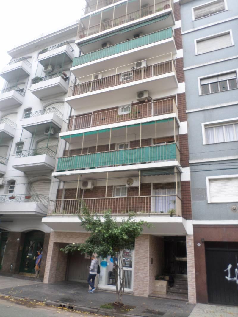 FotoDepartamento en Venta |  en  Caballito ,  Capital Federal  Avda. La Plata  al 600