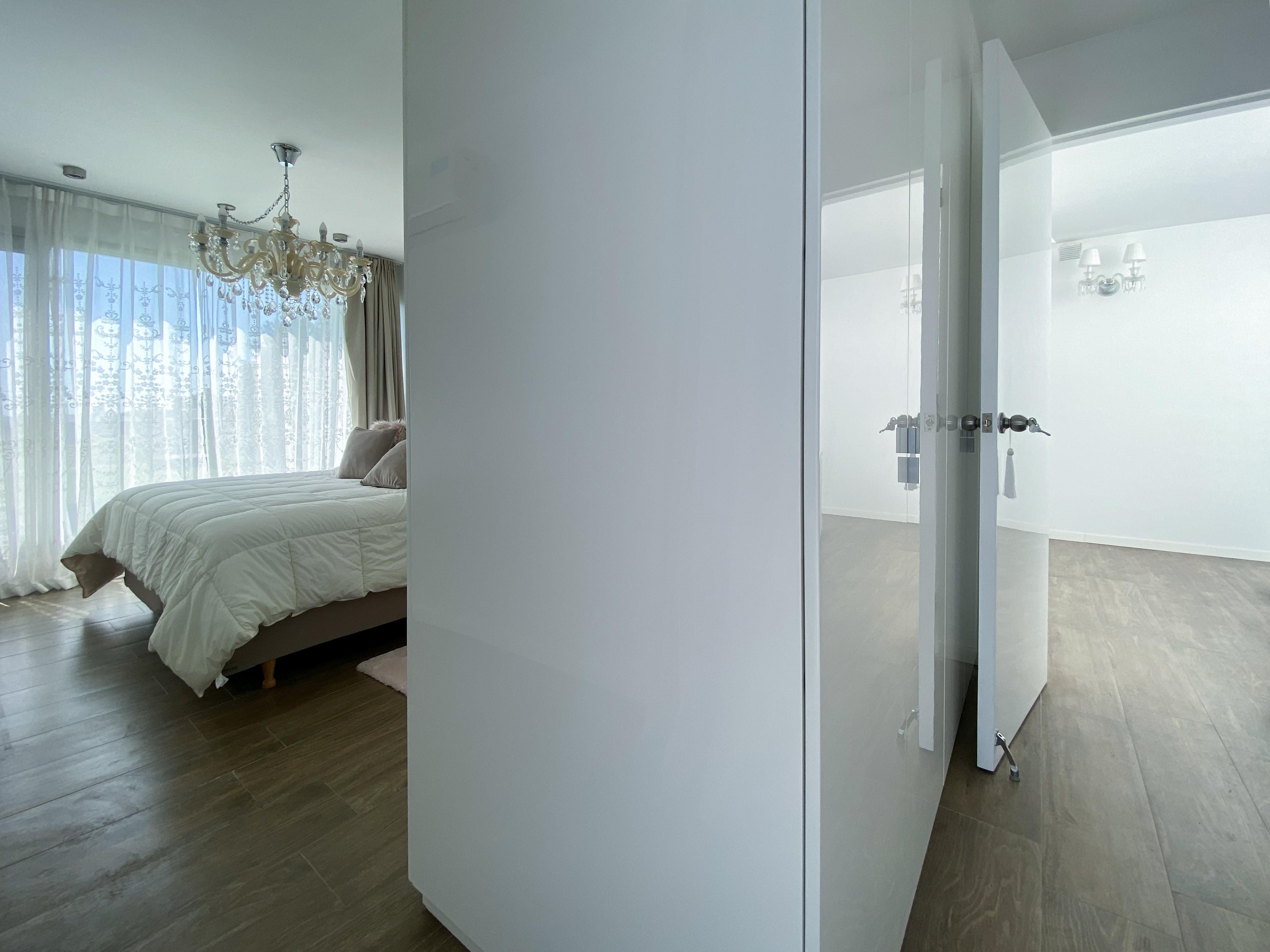 pasillo y dormitorio
