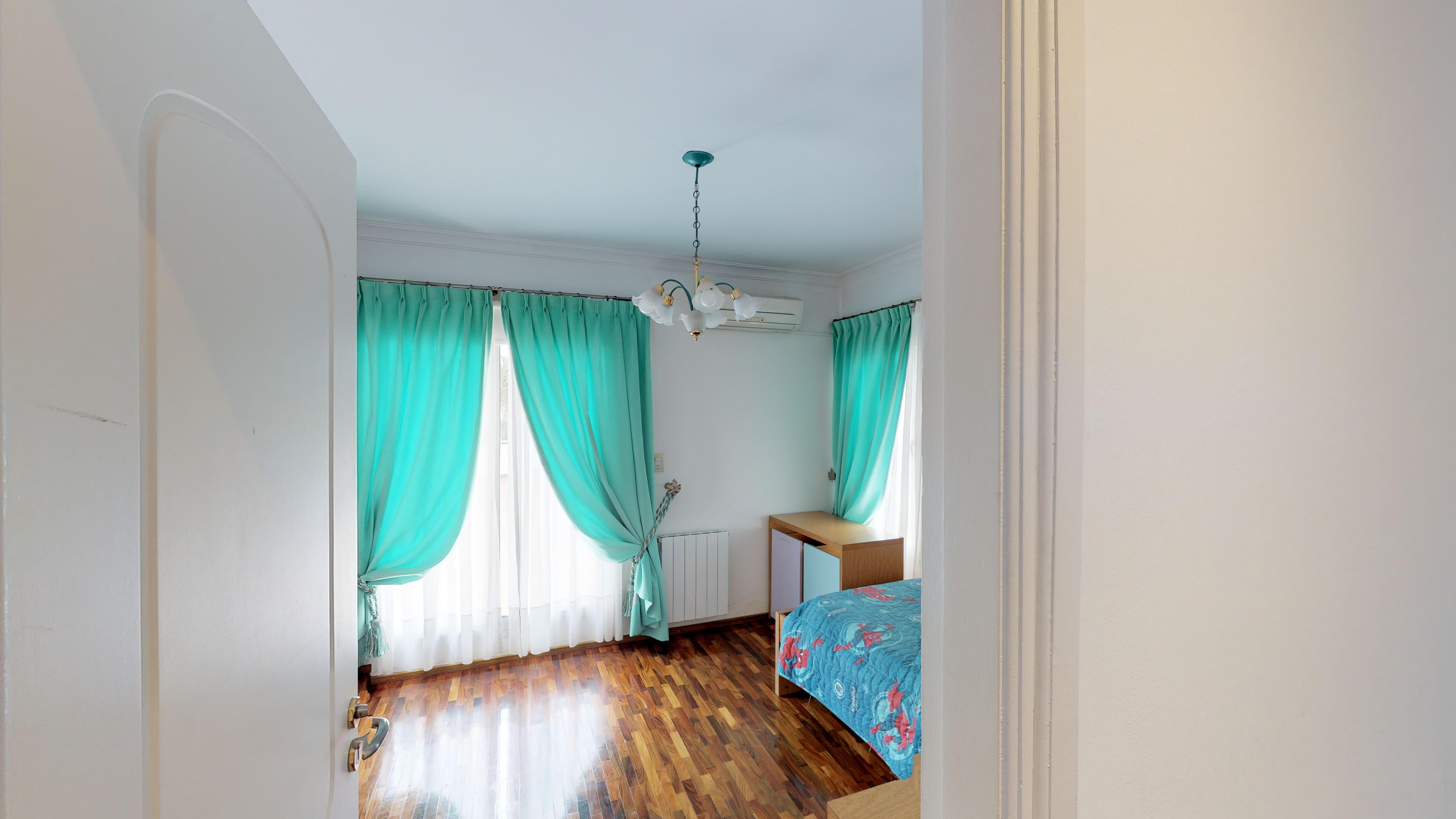 Dormitorio  2 con balcon al frente