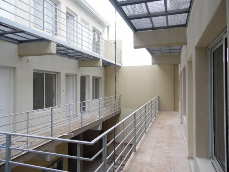 FotoDepartamento en Alquiler |  en  General Roca ,  Rio Negro  MENDOZA al 1700