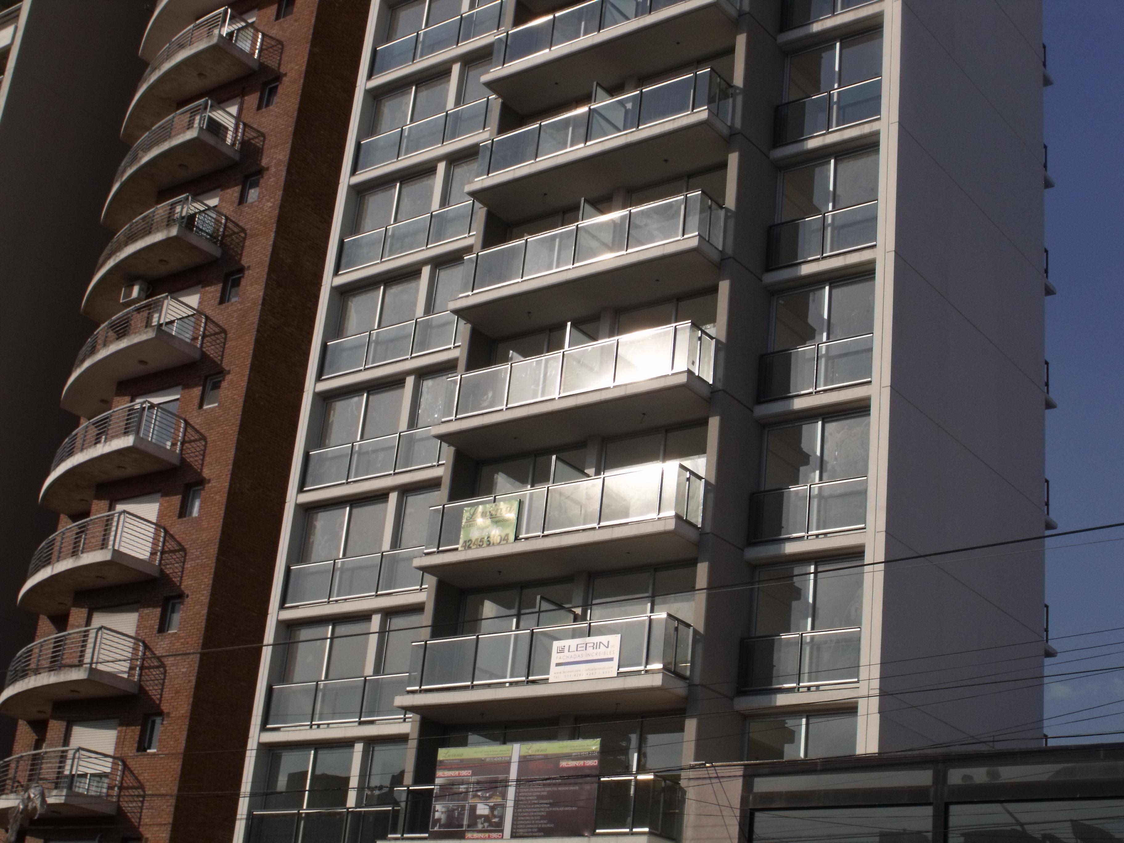 FotoDepartamento en Alquiler |  en  Lomas de Zamora Este,  Lomas De Zamora  ALSINA 1960 11º A Y COCHERA  12