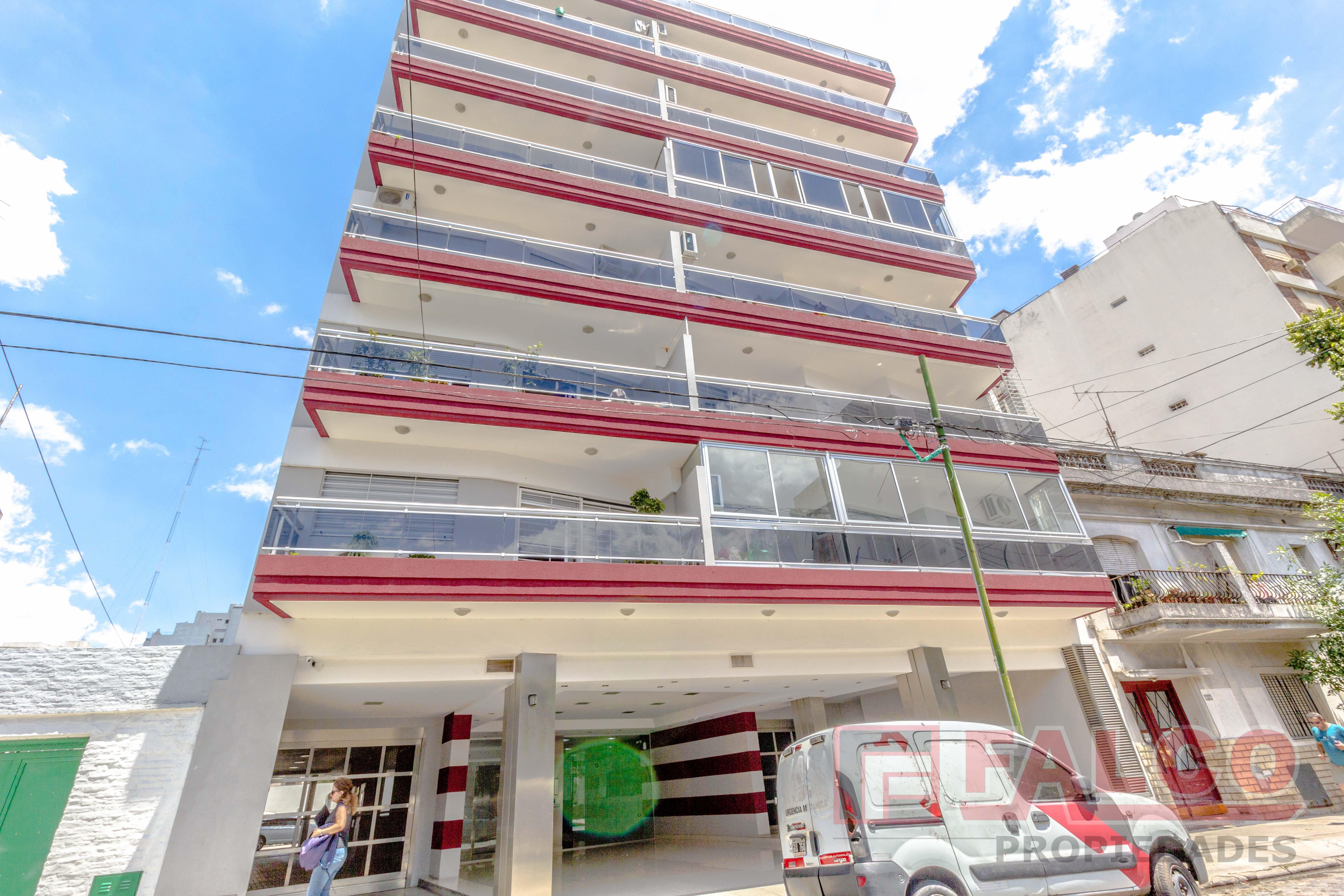 FotoDepartamento en Venta |  en  Flores ,  Capital Federal  Caracas al 500
