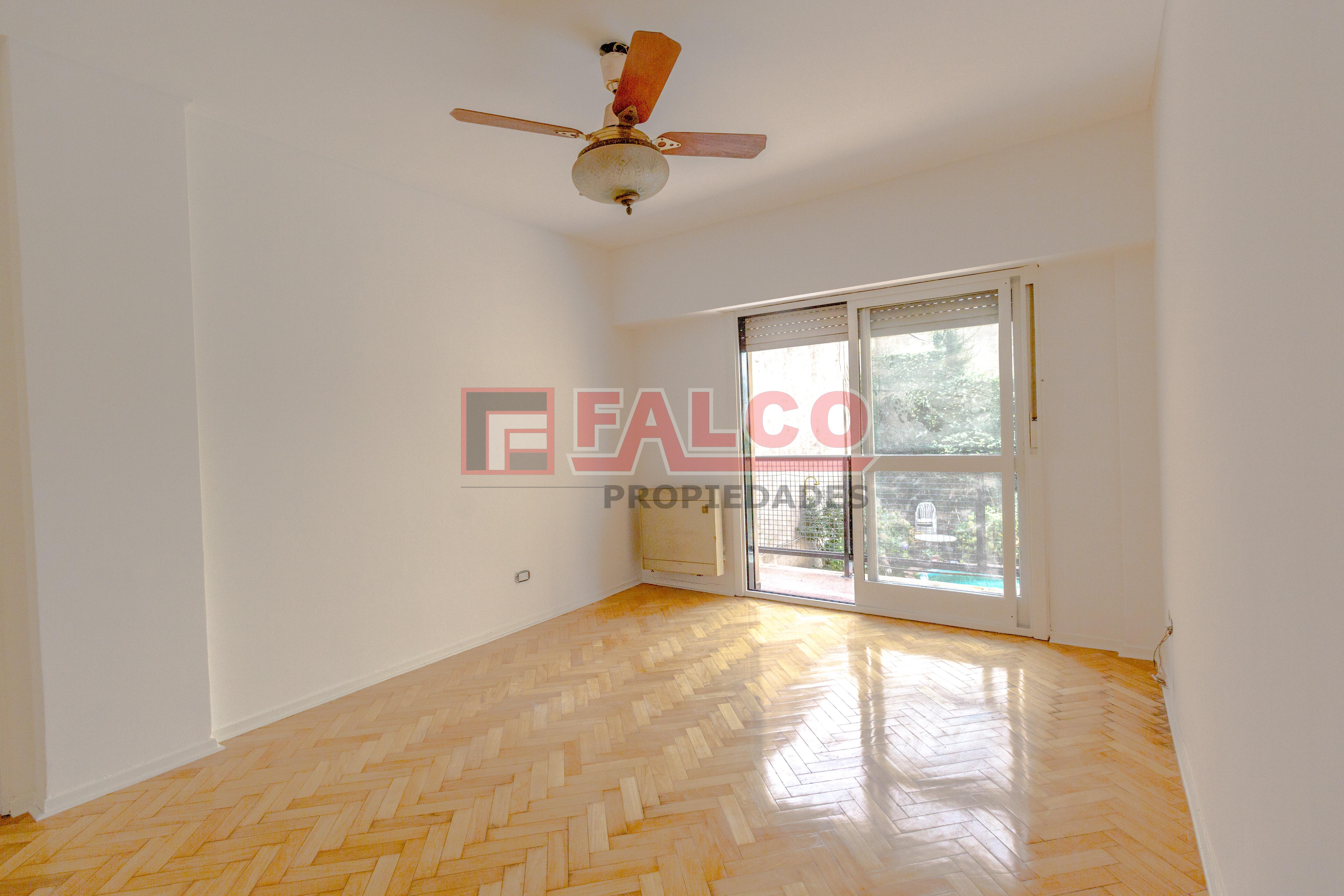 FotoDepartamento en Venta |  en  Flores ,  Capital Federal  San Pedrito al 100