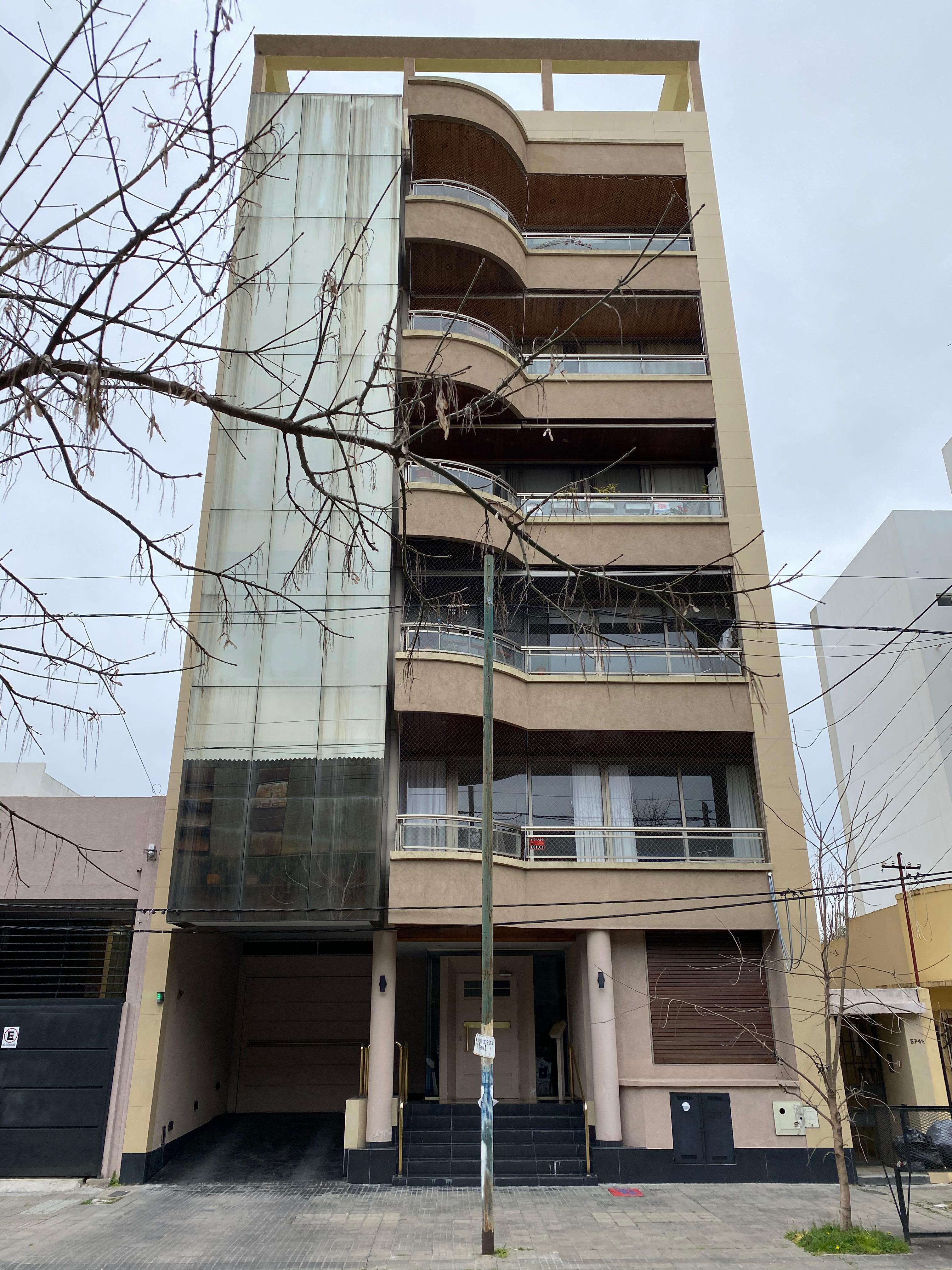 FotoDepartamento en Venta |  en  La Plata ,  G.B.A. Zona Sur  33 e/ 6 y 7