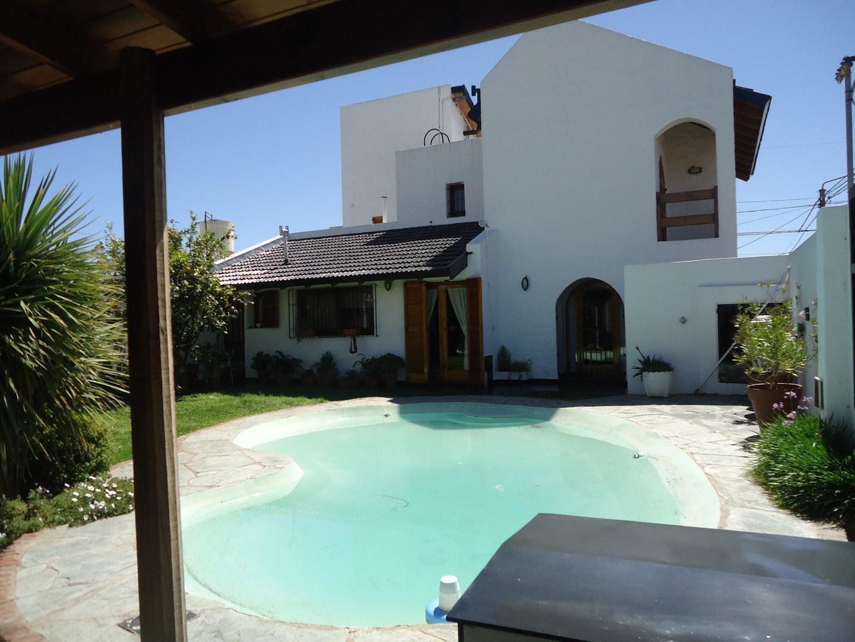 Foto Casa en Venta |  en  Villa Elvina,  Santa Rosa  Villa Elvina