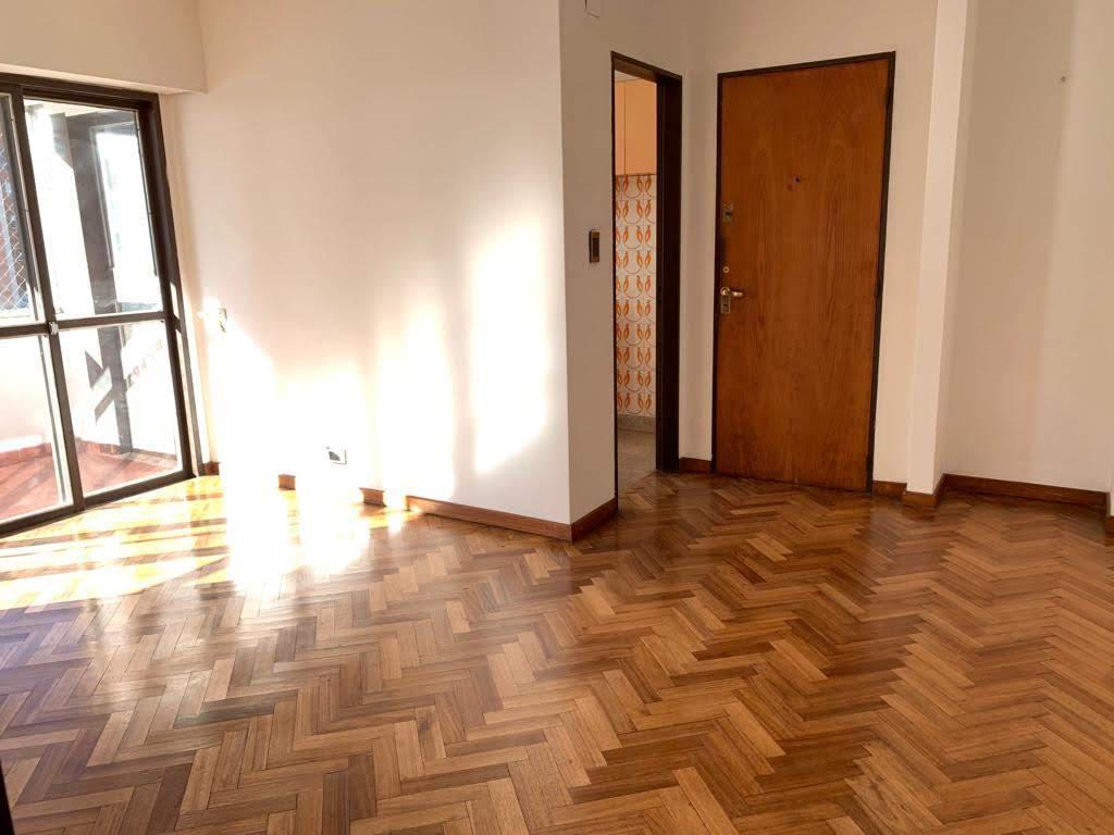 FotoDepartamento en Alquiler |  en  Martin,  Rosario  Cajaraville al 100