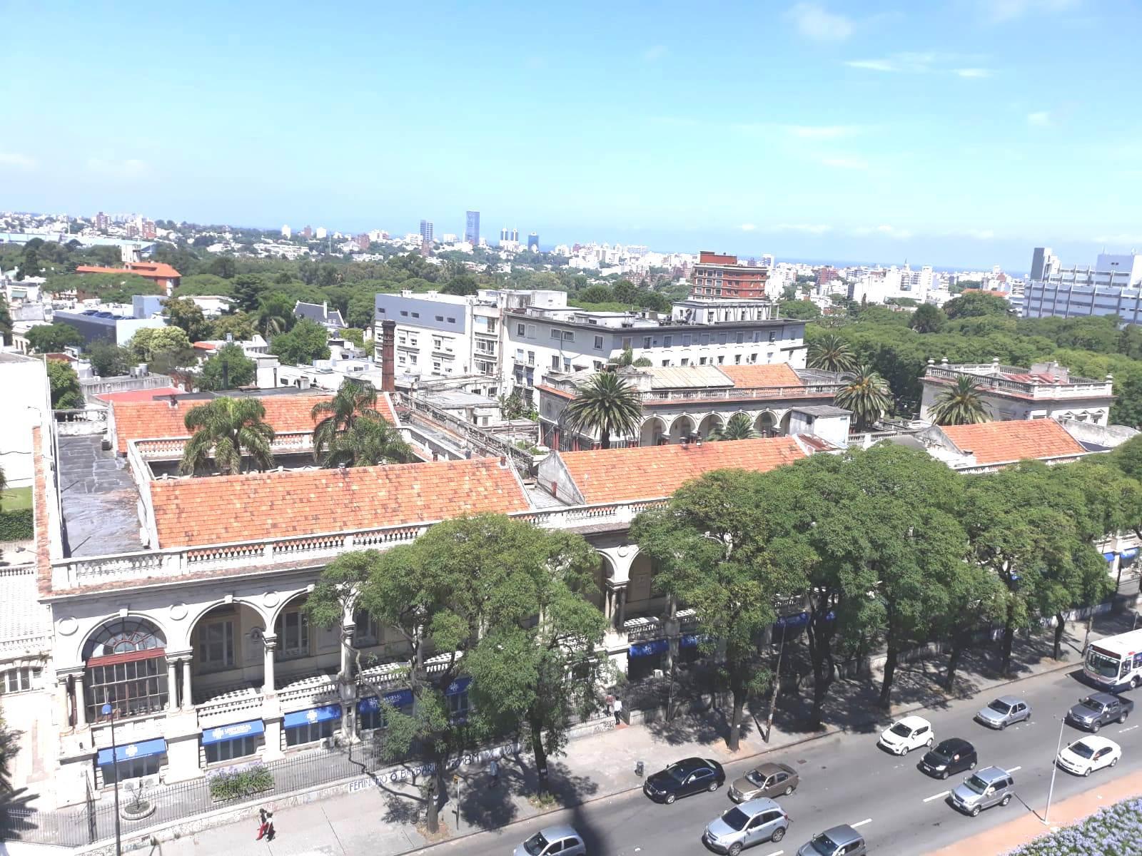 FotoDepartamento en Venta |  en  Tres Cruces ,  Montevideo  8 de Octubre y Br Artigas