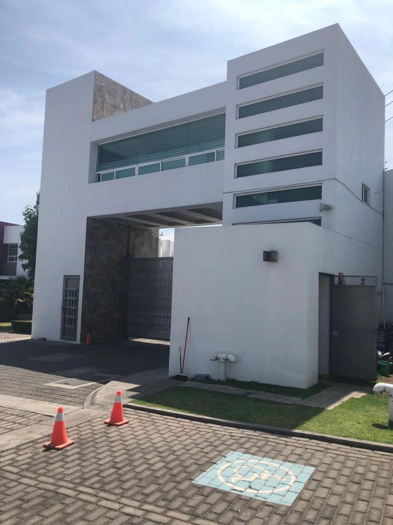 FotoCasa en condominio en Venta |  en  Metepec ,  Edo. de México  CASA EN VENTA EN RESIDENCIAL CORONADO METEPEC