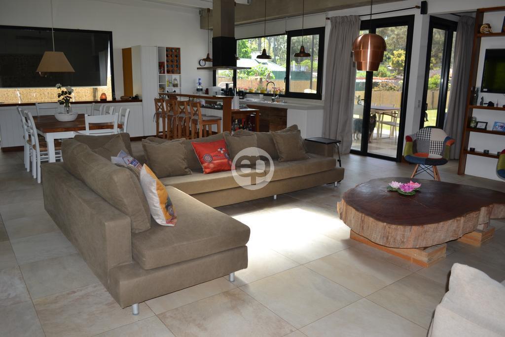 Casa Venta o Alquiler en Punta del Este San Rafael de 4 Dormitorios