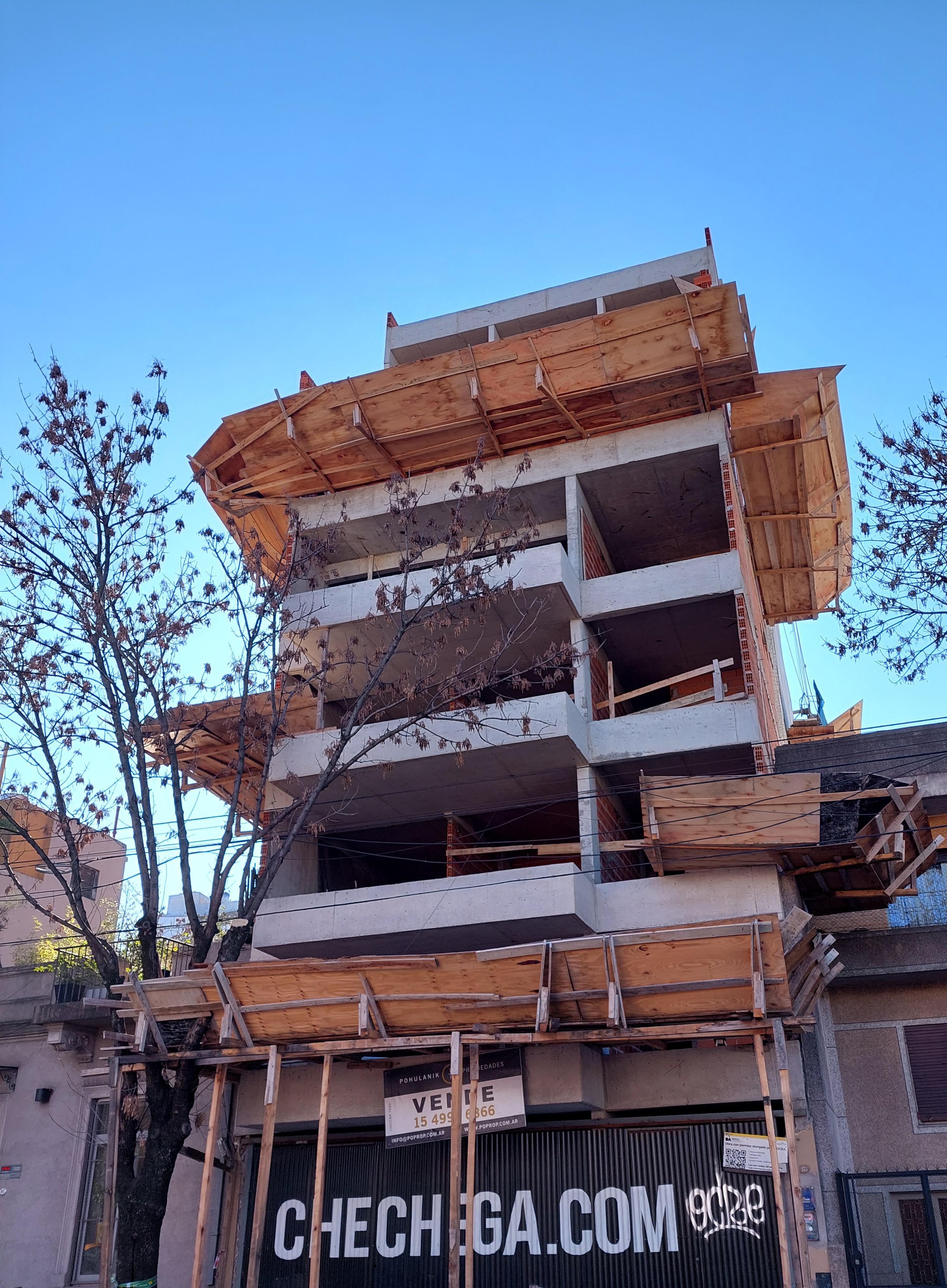 FotoDepartamento en Venta |  en  Chacarita ,  Capital Federal  Charlone al 100 2°A